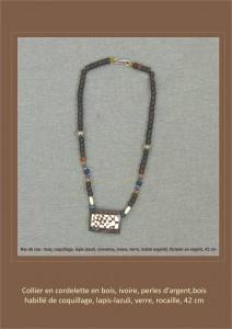 collier bois ivoire et coquillage en nacre blanche tâchetée