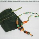 collier orange et vert à breloques argent