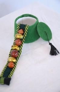 bracelet en passementerie avec boîte tarbouche verte