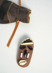 broche mask 1.