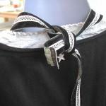 détail nuque du collier plastron guipure noire