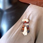broche coraux blancs, orange et violette