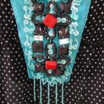 collier plastron bleu turquoise gros plan(2)