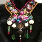 collier plastron coloré