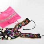 collier plastron coloré et sa pochette