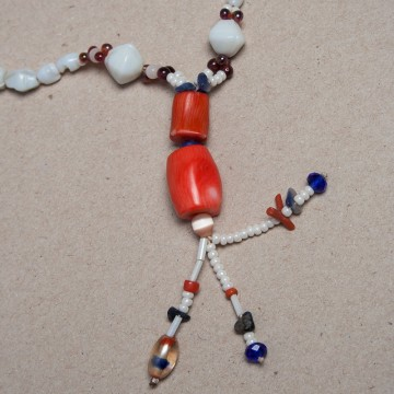 collier blanc et orange 1